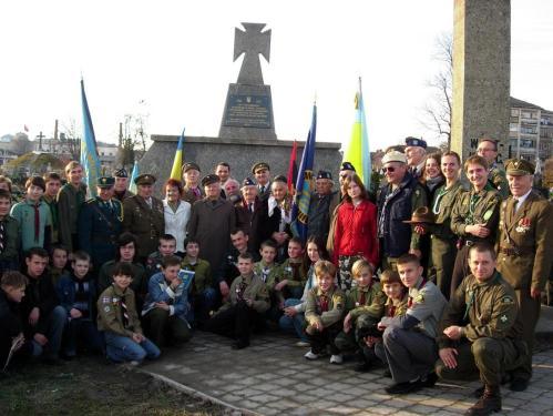 Przyjacielskie spotkanie weteranów SS i UPA w 2006
