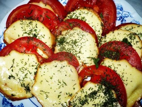 oscypek-zapiekany-z-pomidorem