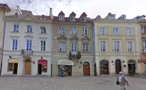 """Lokal """"Otwartej Rzeczypospolitej"""" mieści się na Krakowskim Przedmieściu 16/18 w Warszawie. Gnidy stać na taki adres!"""