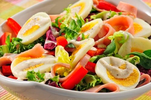 wiosenna-salatka