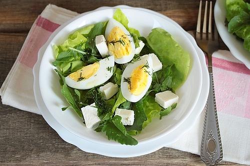 salatka feta jajko