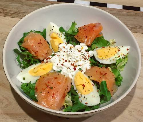 salata-losos-jajko-serek